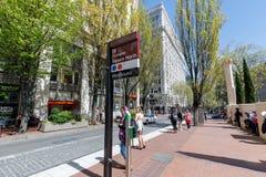 TriMet jawnego transportu stacja w Portland pioniera kwadrata północy obraz royalty free