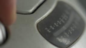 Trimma radiosänder gamla och smutsiga 90Â's tätt upp lager videofilmer