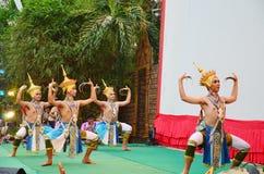 Trimmar klassiskt thailändskt för den Manohra dansen formen av folkdansen i söderna av Thailand Royaltyfri Bild