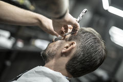 Trimming beard in barbershop Royalty Free Stock Photos
