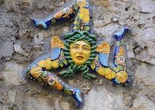 Trinacria på stenväggen Arkivfoto