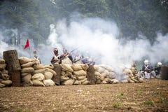 Trincheiras da recreação no campo de batalha fotografia de stock