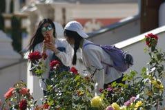 Trindade asiática Sergius Lavra da visita dos turistas em Rússia Fotografia de Stock Royalty Free