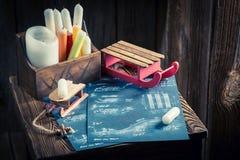 Trineo de madera hecho en casa listo para utilizar en nieve Foto de archivo libre de regalías