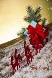 Trineo de Papá Noel en fondo de la caja de regalo foto de archivo