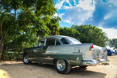 TRINIDAD, CUBA - DECEMBER 11, 2013: Oud klassiek Amerikaans autopari Stock Afbeelding
