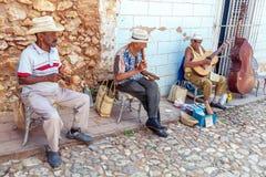 TRINIDAD, CUBA - MAART 30, 2012: de band van de straatmuziek van vier mensen Royalty-vrije Stock Fotografie