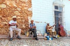 TRINIDAD, CUBA - MAART 30, 2012: de band van de straatmuziek van vier mensen Stock Fotografie