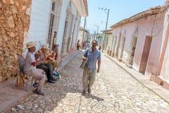 TRINIDAD, CUBA - MAART 30, 2012: de band van de straatmuziek van vier mensen Stock Afbeelding