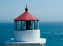 Trinidad Head Lighthouse e baía Imagens de Stock Royalty Free
