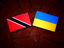 Trinidad i Tobago flaga z kniaź zaznacza na drzewnego fiszorka iso Obrazy Stock
