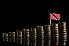 Trinidad i Tobago zaznaczamy z udziałem monety odizolowywać na czarnym bac Obrazy Royalty Free