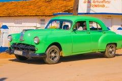 TRINIDAD KUBA, WRZESIEŃ, - 8, 2015: Stary Amerykański samochód Fotografia Royalty Free