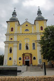 Trinidad santa Roman Catholic Church - yegua de Baia, Rumania imagen de archivo libre de regalías