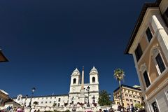 Trinità dei monti教会和楼梯在罗马 免版税库存照片