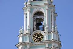 Trinité Sergius Lavra en Russie Beffroi avec l'horloge Photographie stock