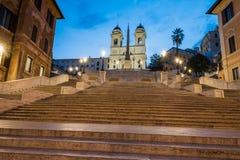 Trinita dei Monti vid natten, Piazza di Spagna, Rome Royaltyfria Foton