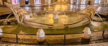 Trinita dei Monti vid natten, Piazza di Spagna, Rome royaltyfri bild