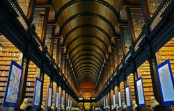 Trinity College-Bibliothek in Dublin Ireland lizenzfreie stockfotos