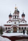 Trinitykyrka i gammala Cheremushki. Moscow. Vintertid. Arkivbilder