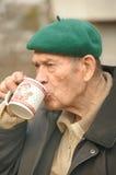 Trinken der alten Männer Stockbilder