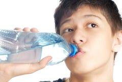 Trinken Sie das Wasser Lizenzfreie Stockfotografie