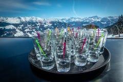 Trinkender Alkohol Apre-Skis lizenzfreie stockfotografie