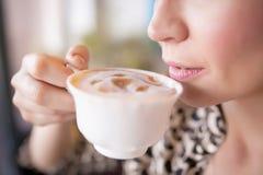 Trinkender Kaffee Lizenzfreie Stockfotos