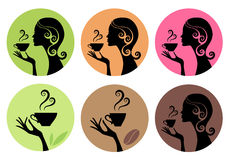 Trinkender Kaffee der Frau und Tee, Vektor Lizenzfreies Stockfoto