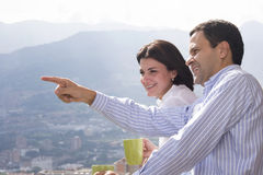 Trinkender Kaffee der liebevollen Paare Stockfotografie