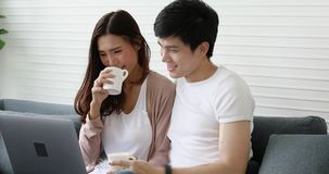 Trinkender Kaffee der Paare stock footage
