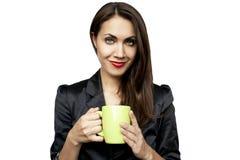 Trinkender Kaffee oder Tee der Geschäftsfrau Lizenzfreies Stockfoto