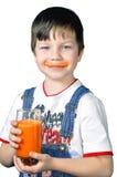 Trinkender Saft des Jungen Stockfotos