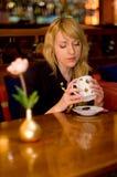 Trinkender Tee Stockfotos