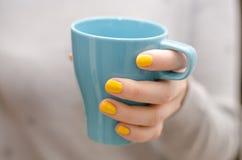 Trinkender Tee Lizenzfreies Stockfoto