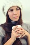 Trinkender Tee der Frau Stockbild