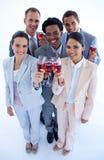 Trinkender Wein des multiethnischen Geschäftsteams Stockbilder