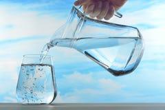 Trinkwasser lizenzfreie stockfotos
