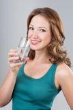 Trinkwasser der Frau Lizenzfreies Stockbild