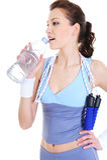 Trinkwasser der Frauentrainingserholung Lizenzfreies Stockfoto