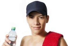 Trinkwasser des Mannes Lizenzfreie Stockfotografie