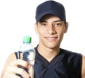 Trinkwasser des Mannes Stockfotografie