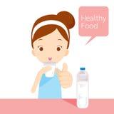 Trinkwasser des netten Mädchens Lizenzfreie Stockfotos