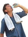 Trinkwasser des Sportlers lizenzfreies stockbild
