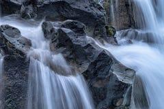 Trinkwasser von der Quelle stockfoto