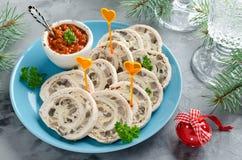 Trino del rollo del pollo con la tortilla y las setas de la tortilla Imágenes de archivo libres de regalías