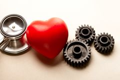 Trinquetes, estetoscopio y corazón Fotografía de archivo