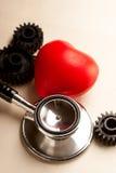 Trinquetes, estetoscopio y corazón Fotos de archivo