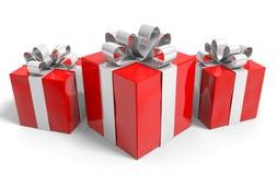Trio av julgåvor som slås in trevligt i silverband Royaltyfria Bilder