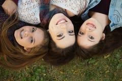Trio av lyckliga flickvänner Fotografering för Bildbyråer